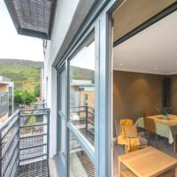 Royal Mile & Arthur's Seat Apt with Private Parking