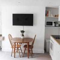 Stylish Period Apartment - Perfect Location