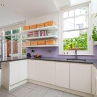 GuestReady - Large 5Bdr 3Br family house in North London