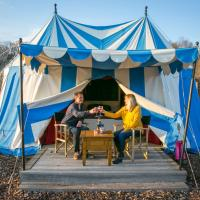 Knights Glamping at Leeds Castle, hotel in Leeds