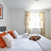 KVM - Highclere House for large groups with parking by KVM Serviced Accommodation