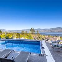 Stunning lake view villa, hotel em West Kelowna