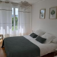 Appartement lumineux idéalement situé à proximité de musées équipements sportifs salle de spectacle commerces, hotel near Carpiquet Airport - CFR, Caen