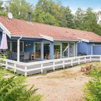 Four-Bedroom Holiday home in Aakirkeby 2, Hotel in Vester Sømarken
