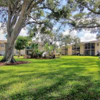 The Fountains of Largo by Teeming Vacation Rentals, hotel in Largo