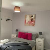 Coach House, a cosy nook in the heart of Tyne and Wear, with parking, Wifi, Smart TV, close to all travel links including Durham, Newcastle, Metrocentre, Sunderland