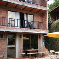 Apartamentos al frente del río Bizcocho, con Wifi!