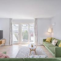 3 Bedroom Jesus Green Townhouse with Parking