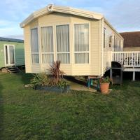 Romney Sands Holiday Home, hotel in Littlestone-on-Sea
