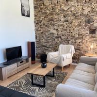 «La Crécerelle» spacieux gîte contemporain entre Tarn et Aveyron, hotel in Sainte-Gemme