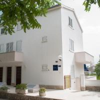 Apartments Dilk, hotel in Vis