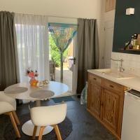 Gastenverblijf 'T EINDE sfeer - privé terras - airco, hotel in Elsloo