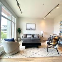 BRAND NEW SUlTE DOWNTOWN SIDNEY CLOSE THE AIRPORT & OCEAN, hotel near Victoria International Airport - YYJ, Sidney