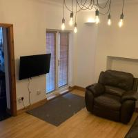 Big 6 bed house w/ 5 double beds WIFI and Netflix