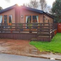 Chatsworth lodge with hot tub., hotel in Morpeth