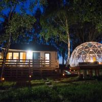 JURA GLAMP artystyczne domki na wyłączność KOPUŁY IGLOO taras ogród, hotel in Wola Kalinowska