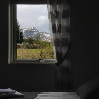 SAXA Guesthouse, hotel in Stöðvarfjörður