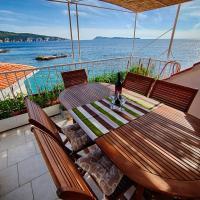 Mira Sea Front Guesthouse, hotel in Komiža