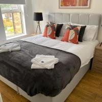 Large modern House in Peterborough w/ fast wifi excellent transport links