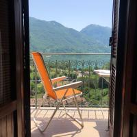 Stanza Vista Lago con Balcone - Lake View Room with Balcony, hotel in Castel di Tora