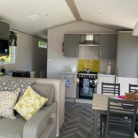 Luxury 2 bed with Hot Tub located in Percy wood