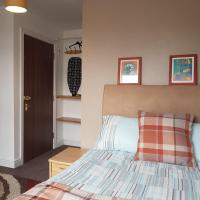 Dudley Self-Contained Studio, private en-suite, perfect for contractors, parking