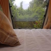 Maes Offa Stays, hotel in Llandysilio