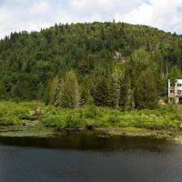Les Berges, hotel em Saint Adolphe D'Howard