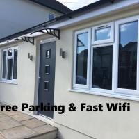 Beechfield House Modern studio self-contained unit with free WiFi and Parking and kitchen area 4m from city centre and castle