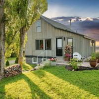 Raven Hill Vineyard Cottage in Fabulous Wolfville Location, hotel em Wolfville