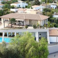 Modern Villa With Large Private Pool, hotel en Costa de la Calma