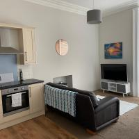 2 Bedroom Apartment, Close to Seafront, Weston