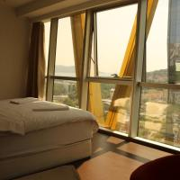 Lovely apartment with sea and city view & pool B108