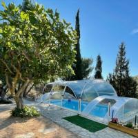 Villa de 3 chambres a Castelnou avec magnifique vue sur la montagne piscine privee jardin clos, hôtel à Castelnou
