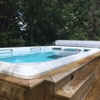 Harrogate boutique lodge with heated pool and hot tub