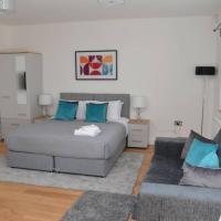 Light and bright deluxe studio apartment in Sydenham