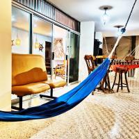 Apartamento grande en Salinas a 50m del Malecón, Full, parqueo, wifi, hotel em Salinas
