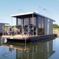 Couston Lakes Resorts
