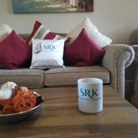 3 Bedrooms, Sleeps 7 people by Srk Serviced Accommodation - Peterborough