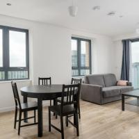 GuestReady - Stylish Minimalist Penthouse w Balconies - sleeps up to 6