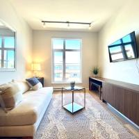 BRAND NEW CONDO lN DOWNTOWN SIDNEY BY THE AIRPORT AND OCEAN, hotel near Victoria International Airport - YYJ, Sidney