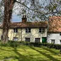 Charming Town Centre Character Cottage With Parking, hotel in Stowmarket