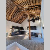 Luxury 4 bedroom converted Barn close to Warner Bro's