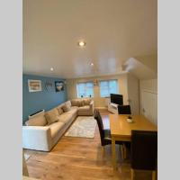 2 bedroom detached property available
