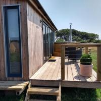 Arran new luxury lodge with hot tub near beach