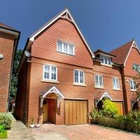 Maidenhead, Leander - 3 Bedroom - Parking & Garden