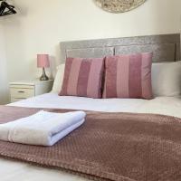 Modern 4 Bedroom House - Cheltenham