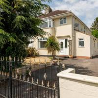Spacious 3 Bed Home With Parking for Two Cars