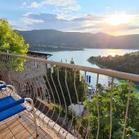 "Village on the Lake ""Casa Vacanze Vista Lago"", hotel in Castel di Tora"