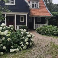 Huize Koempoelan, hotel in Naarden